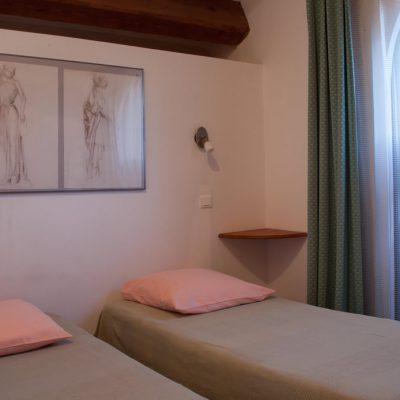 Appartement Le Garlaban : vue de la chambre