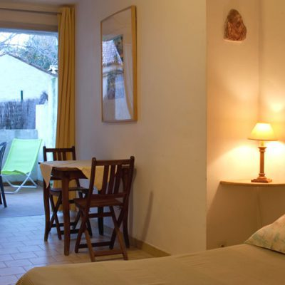 Studio Escartefigue, la chambre et la terrasse